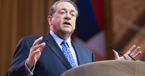 """Mike Huckabee says Democrat Leader is either """"Racist"""" or """"Dumb""""!"""